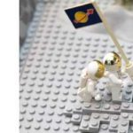 アポロ11号が月面着陸した当時の新聞と東京オリンピックの記念切手